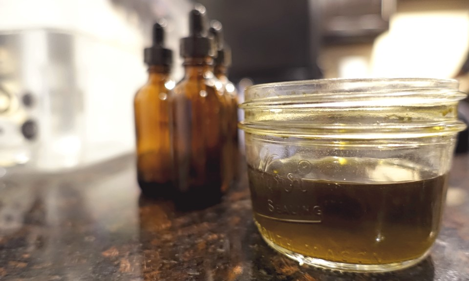 Cannabis Tinctures 101: What are They, How to Make Them, and How to Use Them